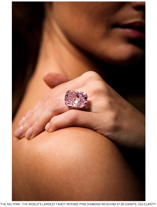 A woman wearing the raj pink on her ring finger.